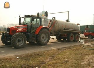 Tractor + waterwagen MF + waterwagen 8m3